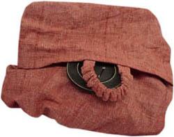 Knappen på en väska med en sydd, räfflad snodd som hyska